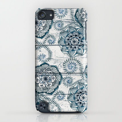 Society6 iPhone・スマホケース Society6 ケース Navy Blue Floral Doodles on Wood by Micklyn(4)