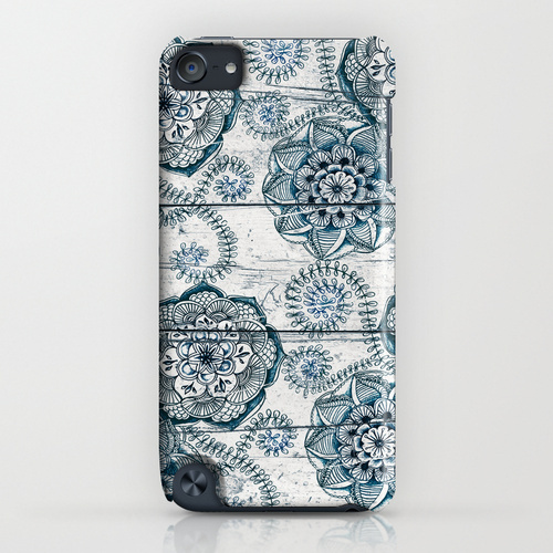 Society6 ケース Navy Blue Floral Doodles on Wood by Micklyn