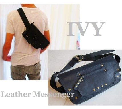 IVY-style flexible leather 2 WAY Messenger bag.