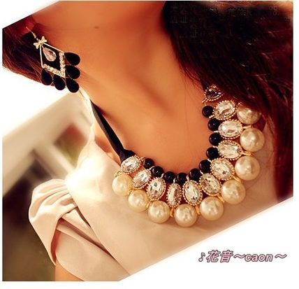 Large Pearl & bijoux costume necklace