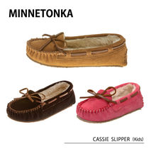 MINNETONKA CASSIE SLIPPER Children's キッズ モカシン ボア