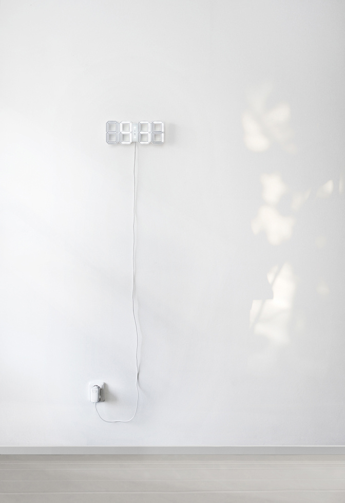 Kibardindesign White & White LED Clock デジタルLED時計 白