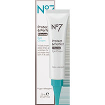 大人気!No7 Protect & Perfect Intense Eye Cream