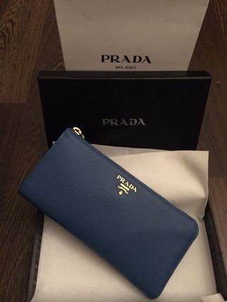 "PRADA ""on sale choose"" I want in the popular L-shaped zip"
