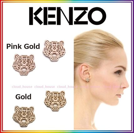 And with KENZO Mini Tiger earrings
