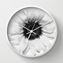 Society6★置き時計・掛け時計★Black and White decolorizatio