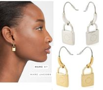 Marc by Marc JacobsマークバイLocked Upピアス Gold/Silver系