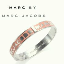 Marc by Marc Jacobsマークバイ ロゴバングル ROUGE