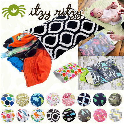 Izzie Rizzi / fasteners with wet bags