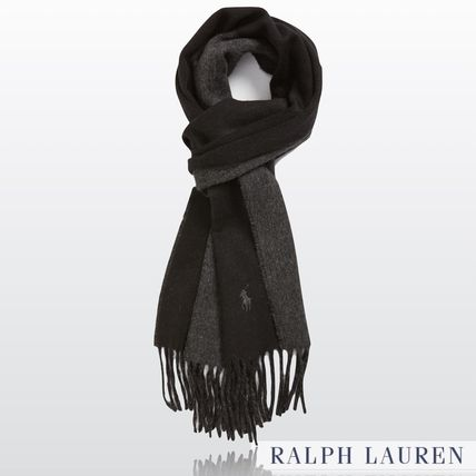 On the present solid double face wool scarf BLACK & GRAY