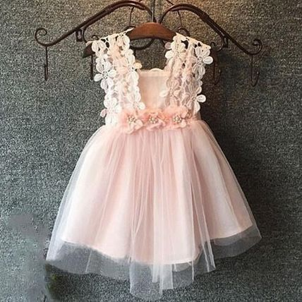 In a formal kids dress * * 2 ~ 7 years old