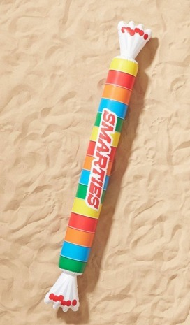Urban Outfitters お菓子 浮き輪 海 プール  遊具 Smarties