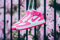 【送料無料】NIKE AIR FORCE 1 MID (GS) - WHITE/HYPER PINK