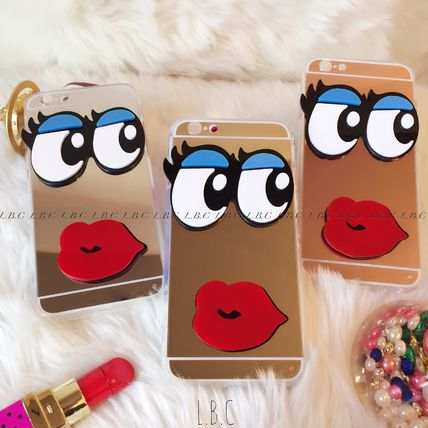 Mirror with iPhone case into a cute eyes