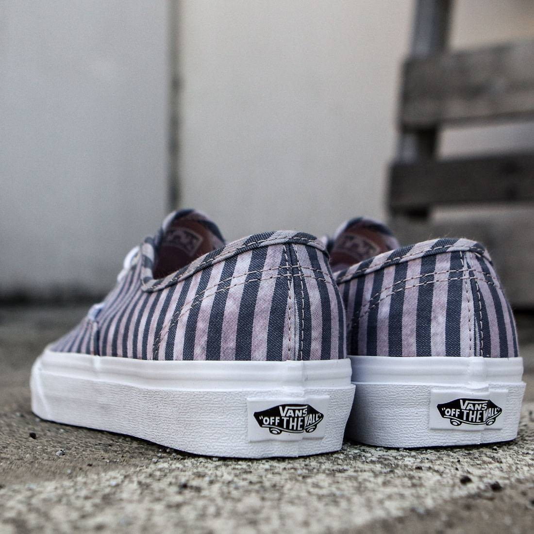 【送料無料】VANS WOMEN AUTHENTIC - STRIPES