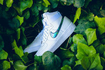 【送料無料】 NIKE AIR FORCE 1 HIGH '07 LV8 - WHITE/METALLIC
