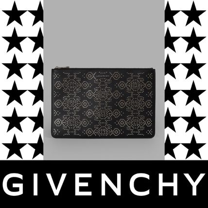 GIVENCHY(ジバンシィ) LARGE STUDDED POUCH クラッチバッグ黒