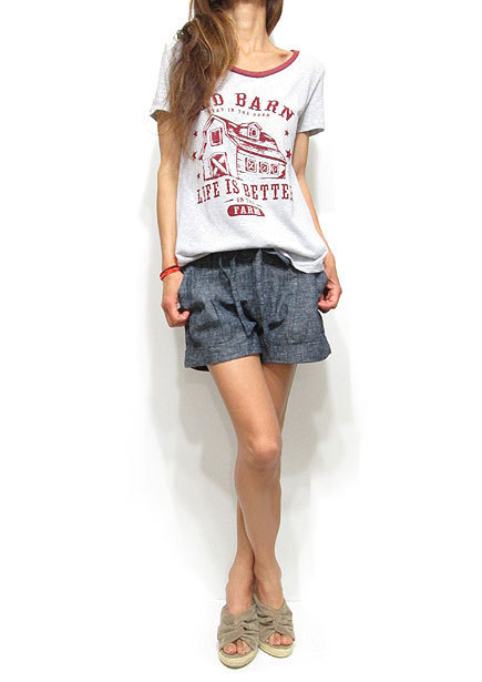 RED BARN PRINT ROUND HEM T-SHIRT/SNOW GREY