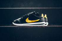 【送料無料】 NIKE CORTEZ ULTRA QS - BLACK/METALLIC GOLD