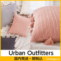 Urban Outfitters(アーバンアウトフィッターズ) クッション・クッションカバー 送料関税込Urban Outfitters☆タッセルクロシェットクッション