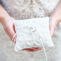 日本未入荷☆The Knot☆White Beaded Miniature Ring Pillow