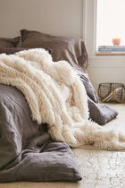 Urban Outfitters(アーバンアウトフィッターズ) ブランケット ☆ Urban Outfitters☆ファーブランケット Faux Fur Throw