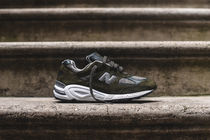 【送料無料】 New Balance M990V2 Distinct - Olive