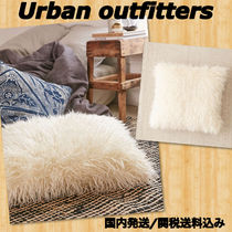 Urban Outfitters(アーバンアウトフィッターズ) クッション・クッションカバー Urban Outfitters 大きめフェイクファークッション 国内発送