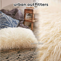 Urban Outfitters(アーバンアウトフィッターズ) クッション・クッションカバー 関送込*Urban outfitters*フェイクロングファークッション/Ivory