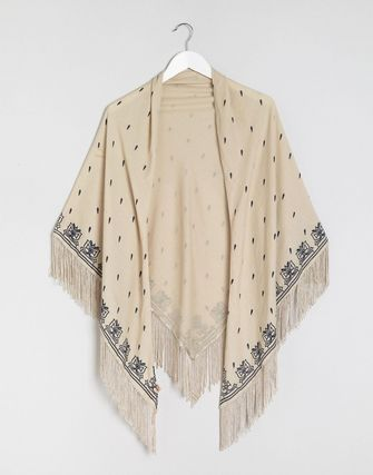 Exclusive Oversized Scarf with Floral Print and Tassels
