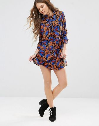 Glamorous Swing Dress With Tie High Neck In All Over Print