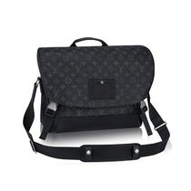Louis Vuitton ルイヴィトンMESSENGER MM VOYAGER
