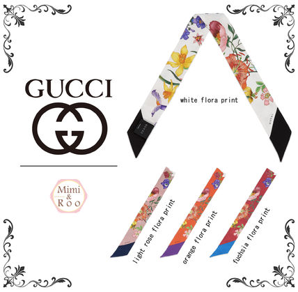 How many adult women * flora print * neck bow