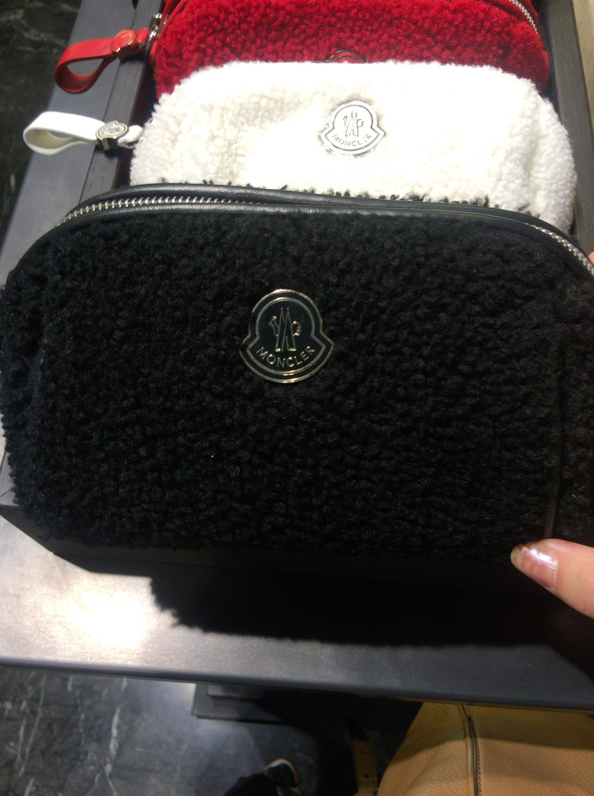 Monclerモンクレール*BEAUTY CASE*ムートンポーチ3色