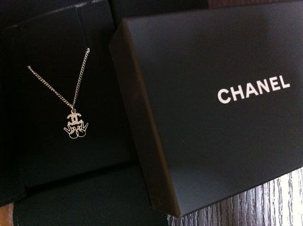 Safety safety CHANEL pieces & Coco mark necklace