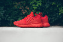 【送料無料】 ADIDAS TUBULAR RADIAL - RED/RED