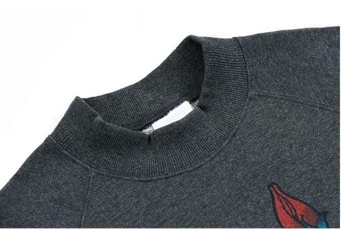日本未入荷 CLIF WEARのROSE HIGH NECK SWEATSHIRTS 全2色