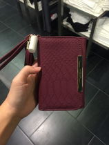 Guess Womens Sandy Tech Wristlet (Wine/Slate Brown)