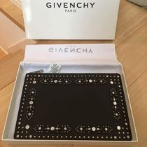 GIVENCHY(ジバンシィ) クラッチバッグ 【即日発送】GIVENCHY スタッズ Large Flat ポーチ