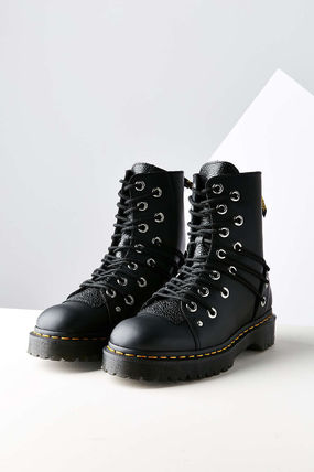 Dr Martens leather leather multi hole lace up boot