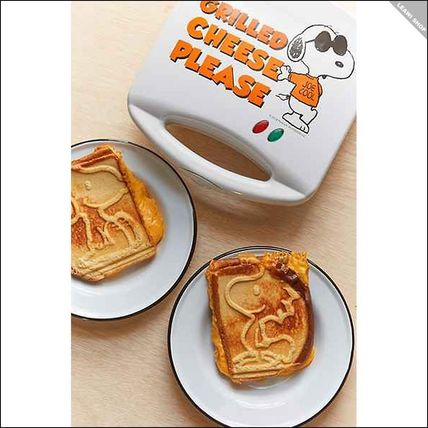 Urban Outfitters Snoopy sandwich maker