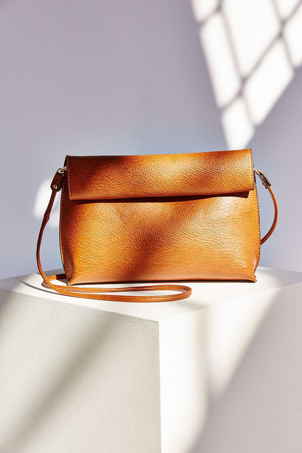 送込み_UO*Silence + Noise / Roll Clutch Crossbody Bag 各色♪