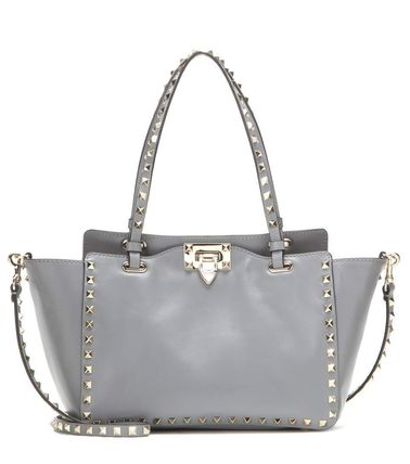 Popular ROCK tote VALENTINO now want to get