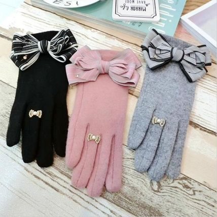 Cute gloves Ribbon is a lovely Grove 3 color