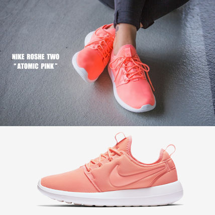 Nike Womens Roshe Two (Atomic Pink Turf Orange Sail) KicksUS