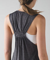 セール♪♪ [lululemon]In A Cinch Tank(★4色あり)