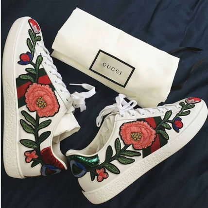 popular GUCCI 17SS floral embroidery sneakers