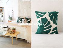 Urban Outfitters(アーバンアウトフィッターズ) クッション・クッションカバー 送込_国内発送_UO*Assembly Home /Crewel Palms Pillow♪
