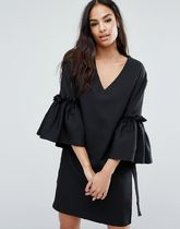 ASOS(エイソス) パーティー小物その他 ドレス Boohoo Fluted Sleeve With Tie Detail V Neck Dress