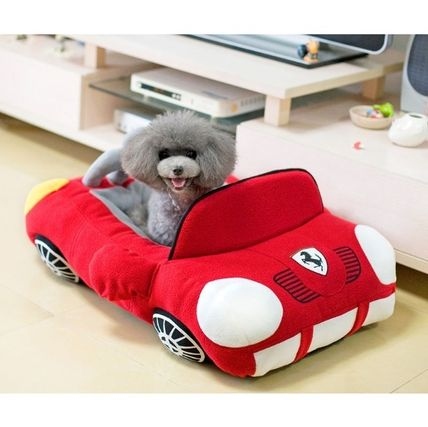 Pet bed sports dress up dogs and cats